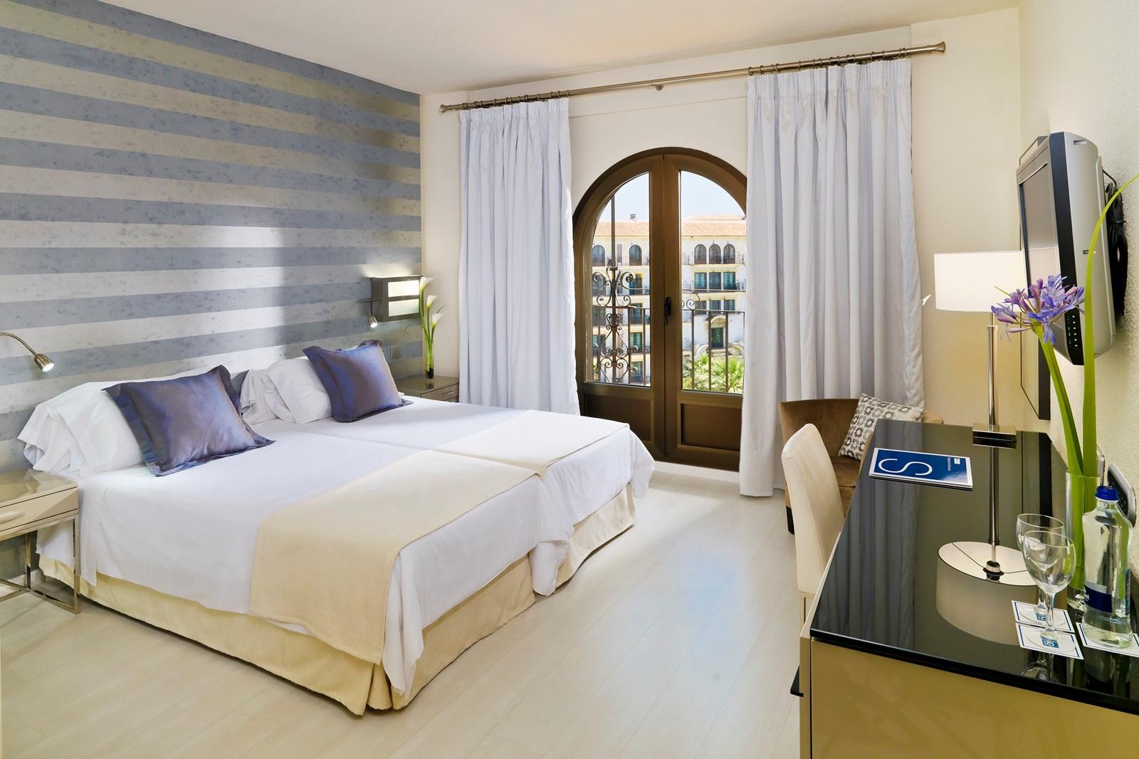 Andalucia plaza h10 hotel puerto banus costa del sol for Corendon telefoonnummer